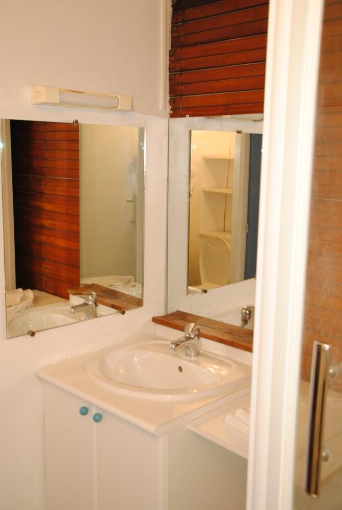 salle de bain gite rouen bouvreuil. Black Bedroom Furniture Sets. Home Design Ideas