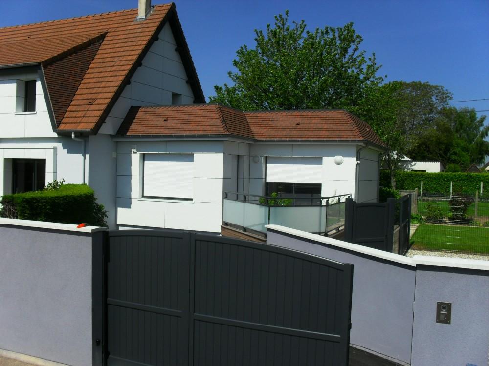 Portails portillons et portes de garages menuiserie for Portail de garage aluminium